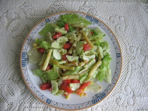 Przepis  sałatka z fasolką szparagową i ziołami przepis