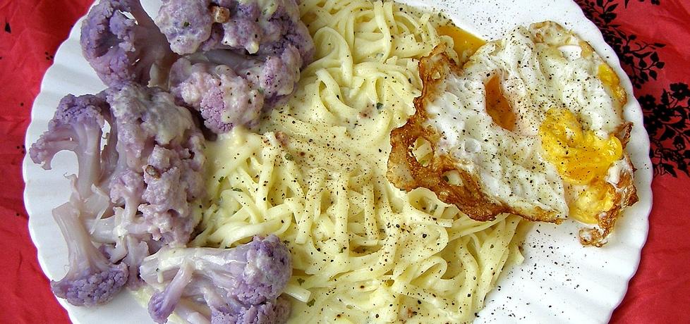 Makaron carbonara z jajkiem sadzonym i kalafiorem na szybki obiad ...
