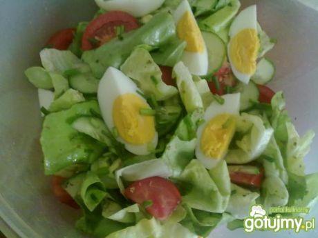 Przepis na sałata masłowa z jajkiem