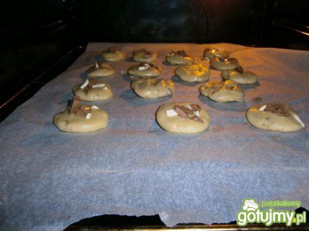 Przepis  ciastka kruche z białą i mleczną czekola przepis