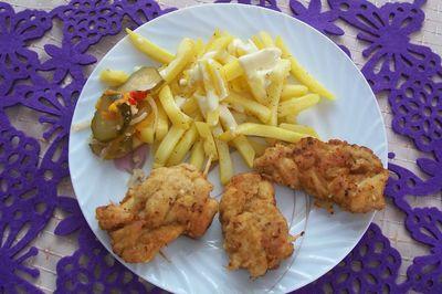Warkocze z kurczaka z frytkami w sosie czosnkowo