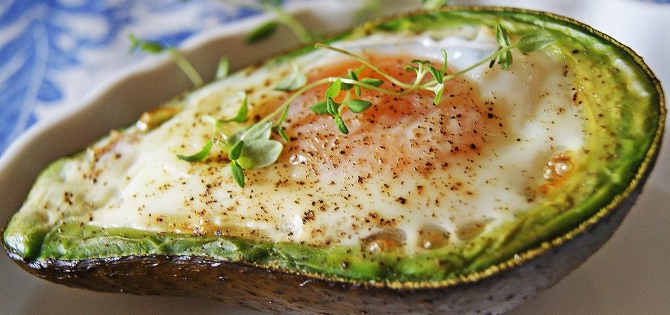 Pieczone awokado z jajkiem, boczkiem i cebulką (autor: violcia ...