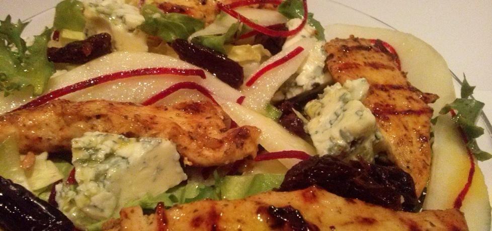Sałatka z grillowanym kurczakiem, gruszką i niebieskim serem ...