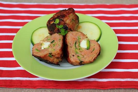 Kuleczki z mięsa mielonego z cukinią i fetą