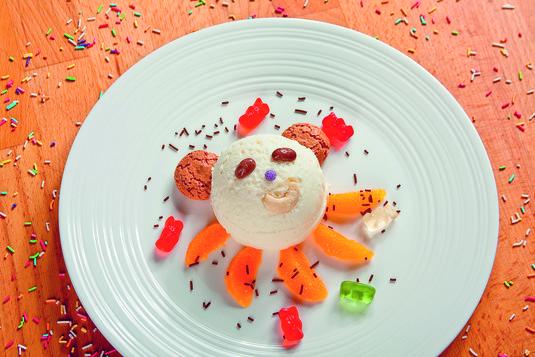 Dobre lody śmietankowe z owocami egzotyczny miś