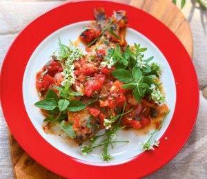Płotki i karaski w sosie pomidorowym