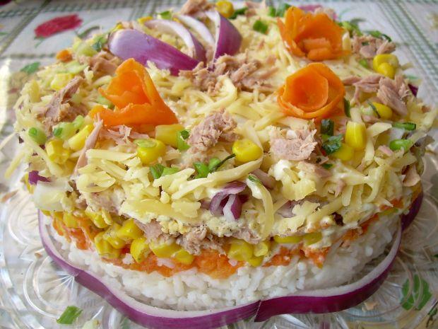 Przepis  sałatka tort z tuńczykiem przepis