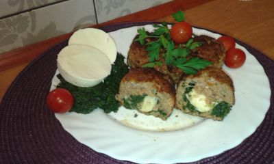 Klopsy nadziane szpinakiem i serem mozzarella