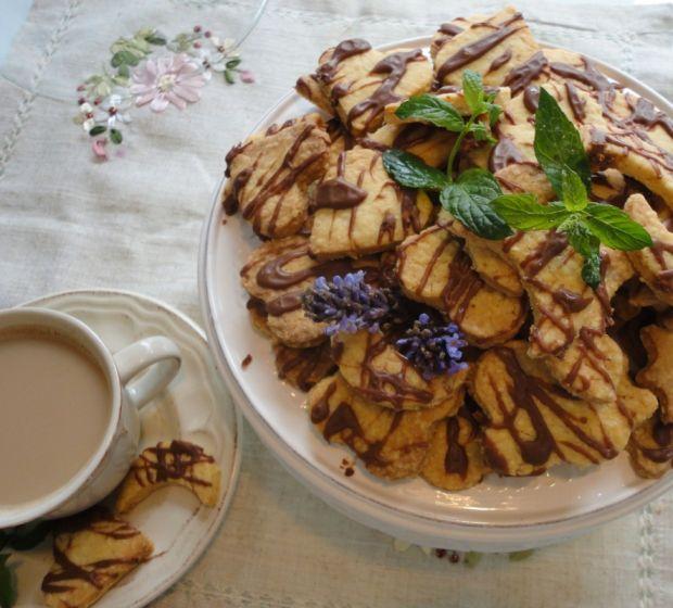 Przepis  kruche ciasteczka maślane z czekoladą przepis