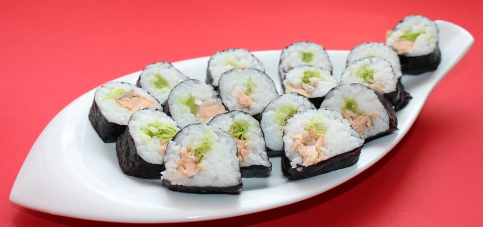 Sushi z łososiem w sosie własnym i sałatą (autor: smakolykijoanny ...