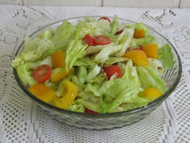 Przepis  szybka sałatka z sosem koperkowo