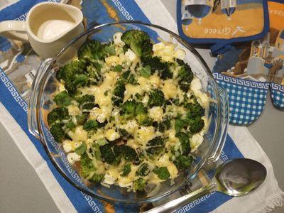 Zapiekanka z brokuła, makaronu szpinakowego z filetem z indyka ...