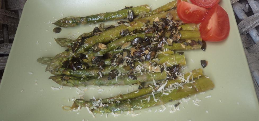 Zielone szparagi z masełkiem i pestkami dyni :) (autor: norweska20 ...