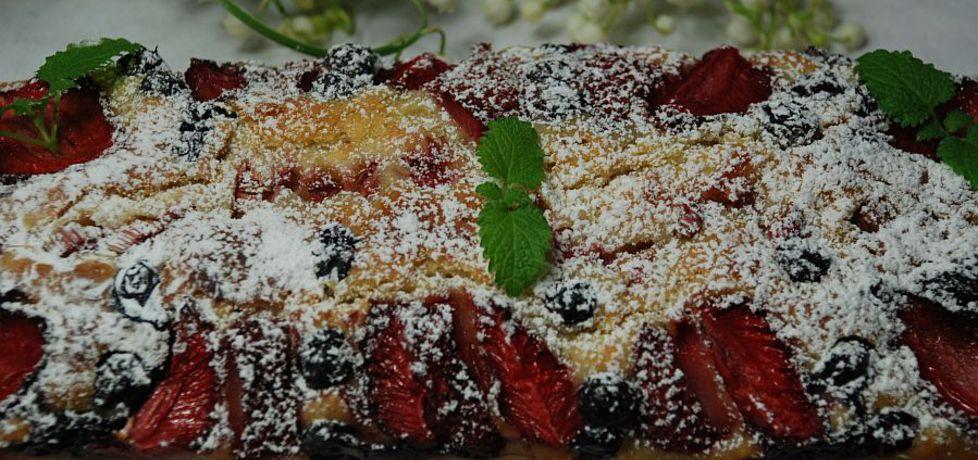 Babka jogurtowa z owocami (autor: magula)