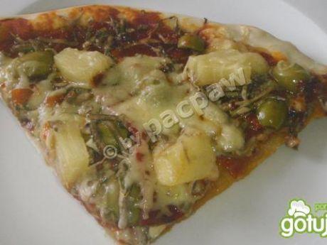 Przepis  pizza z oliwkami, pepperoni i ananasem przepis