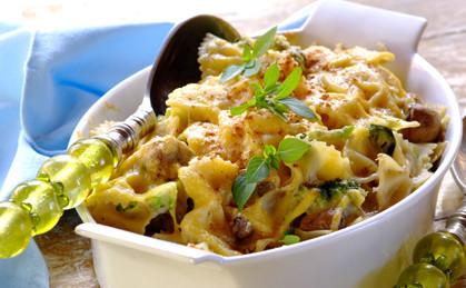 Zapiekany makaron z brokułami i pieczarkami
