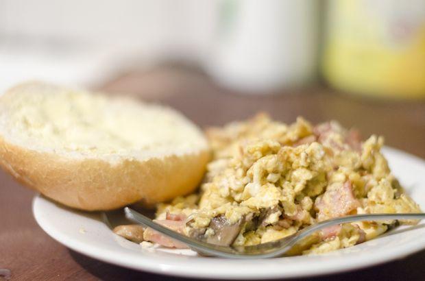 Przepis  jajecznica z pieczarkami przepis