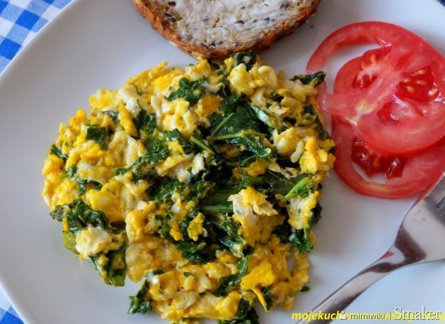 Jajecznica z jarmużem