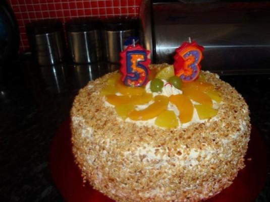 Tort z owocami i orzechami