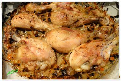 Pałki z kurczaka zapiekane na słodkiej kapuście.