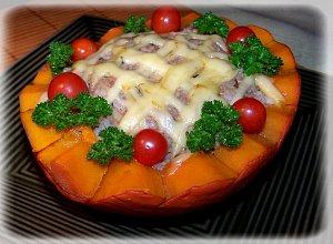 Dynia hokkaido nadziewana mięsem i orzechami