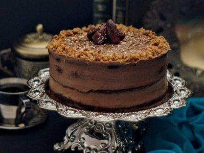 Sułtański tort daktylowy z kremem sezamowym