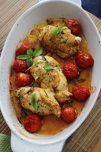 Roladki drobiowe nadziewane kozim serkiem i suszonymi pomidorami