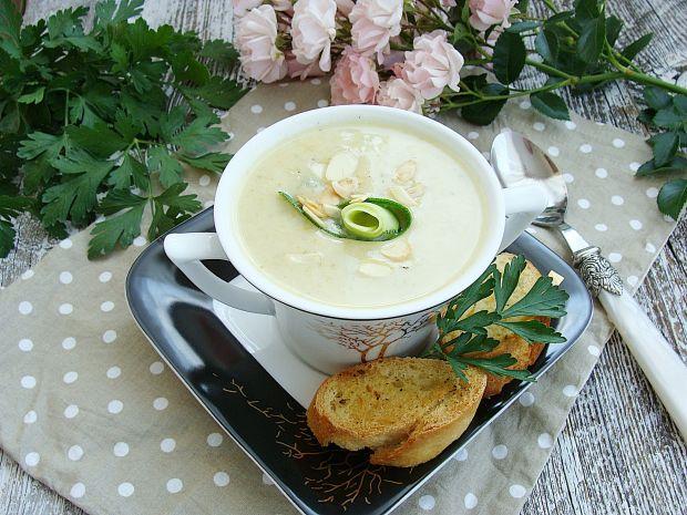 Przepis  cukiniowa zupa krem z migdałami przepis