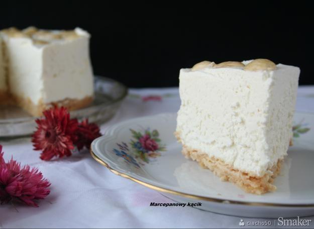Sernik z białą czekoladą bez pieczenia.