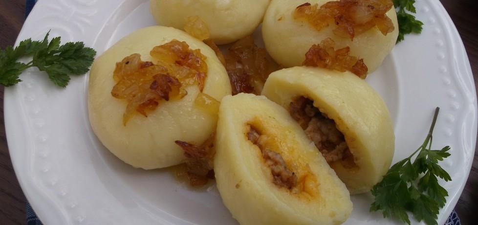 Kluski śląskie nadziewane mięsem mielonym i polane smażoną ...