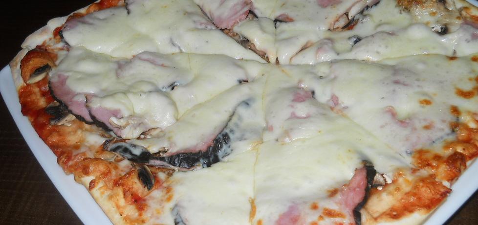 Pizza z szynka pieczarkami i kukurydzą (autor: smakolykijoanny ...