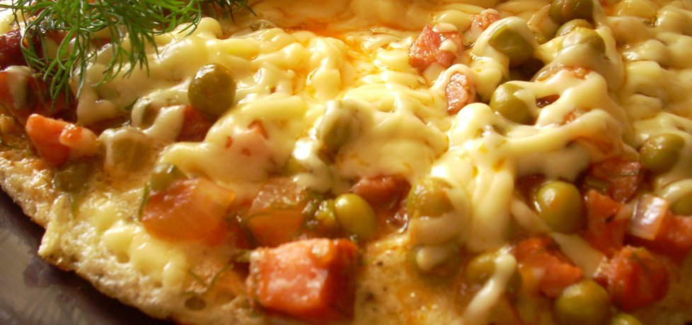 Omlet z kiełbasą, groszkiem i pomidorami (autor: smacznapyza ...