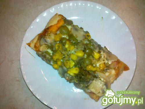 Przepis  pizza z mozzarella i oliwkami przepis