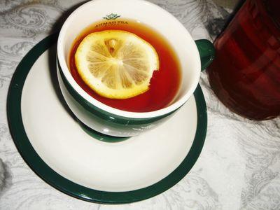 Rozgrzewająca herbata z rumem, cytryną i miodem