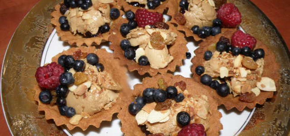 Babeczki z lodami i owocami (autor: aginaa)