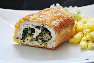 Filety z kurczaka nadziewane szpinakiem i białym serem ...