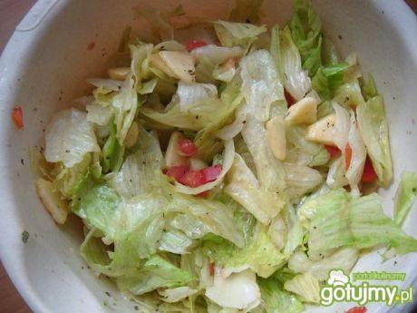 Przepis  sałatka z sosem miodowo