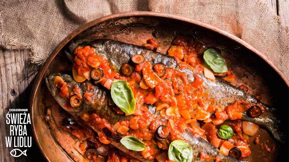 Pieczony Pstrag W Pomidorach I Oliwkach Przepis Kuchnia Lidla
