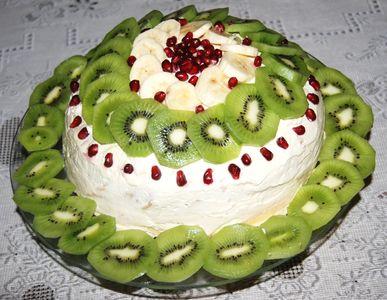 Tort naleśnikowy z kajmakiem i owocami