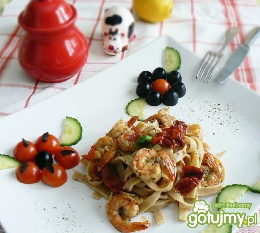 Przepis  tagliatelle z pomidorami i krewetkami przepis