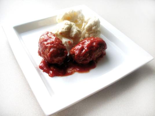 Kotlety mielone z serem zapiekane w sosie pomidorowym
