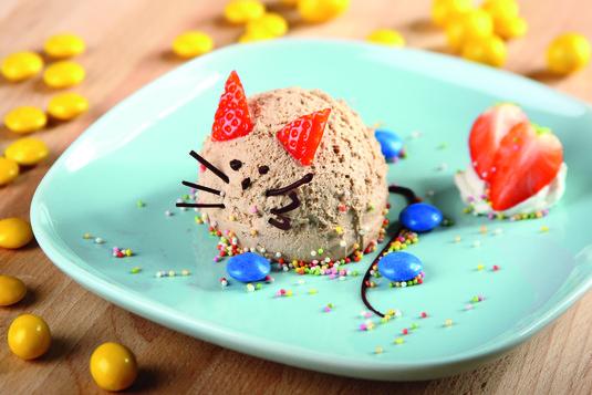 Lody czekoladowe z bitą śmietaną mysz