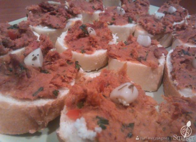 Pasta z makreli i suszonych pomidorów
