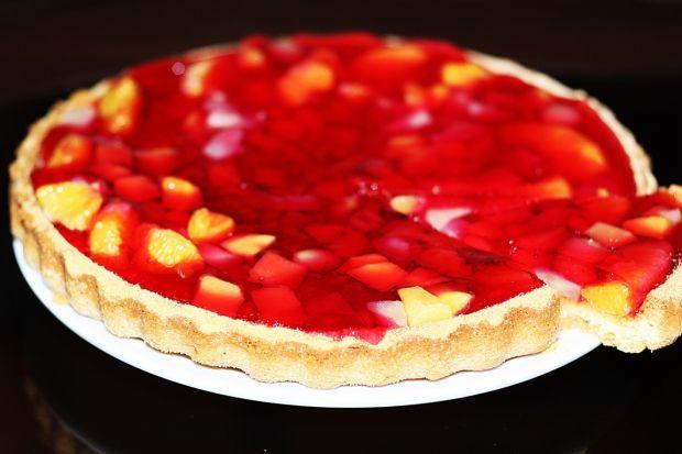 Przepis  tarta biszkoptowa z owocami i galaretką przepis