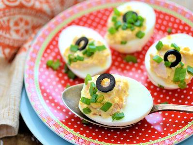 Jajka faszerowane wędzoną szynką