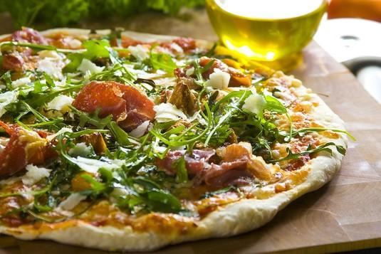 Pizza di prosciutto con ficchi