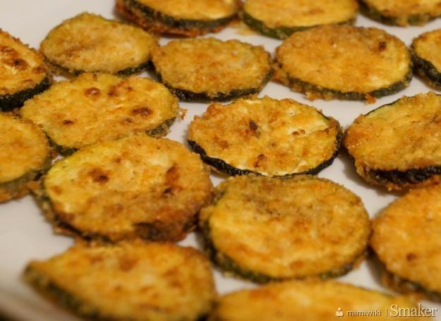 Chipsy z cukinii z parmezanem