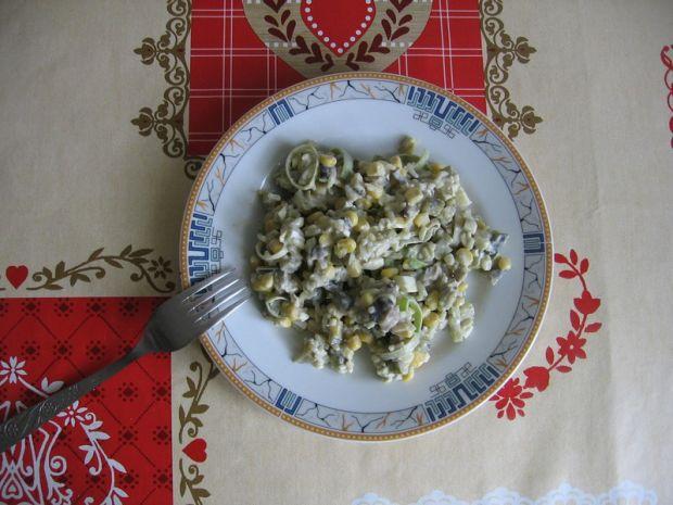 Przepis  sałatka z pieczarkami, porem i ryżem przepis