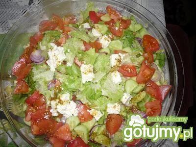 Przepis  sałatka grecka z serem feta, pomidorem przepis
