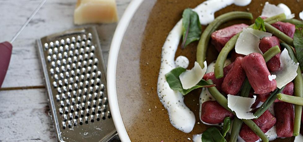 Buraczane kopytka na parmezanowej piance (autor: kuchnia